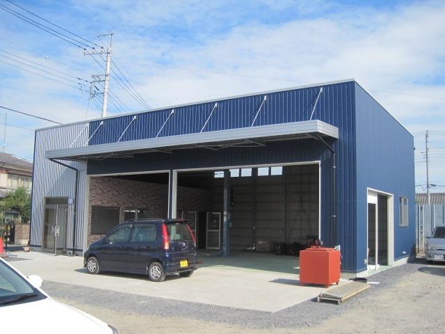 施工事例 プレハブ倉庫・工場 熊谷市:㈱デイブレイク様 自動車修理工場 フォト1